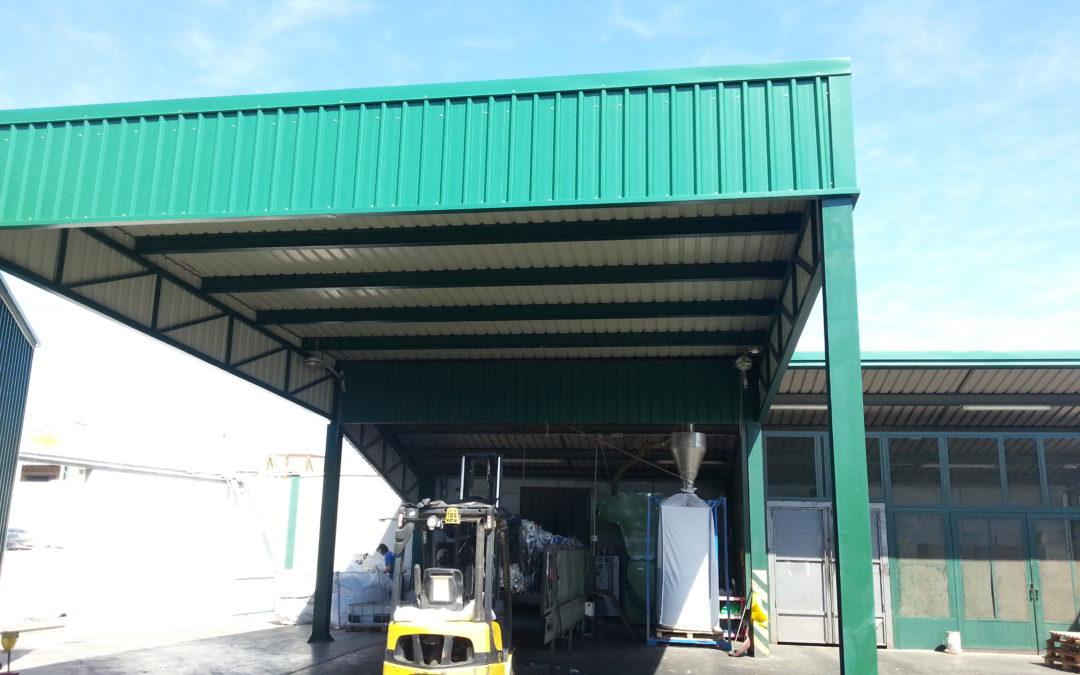 Estructura, cubierta y fachada en instalaciones de Martinez Cano, S.A. en El Goro